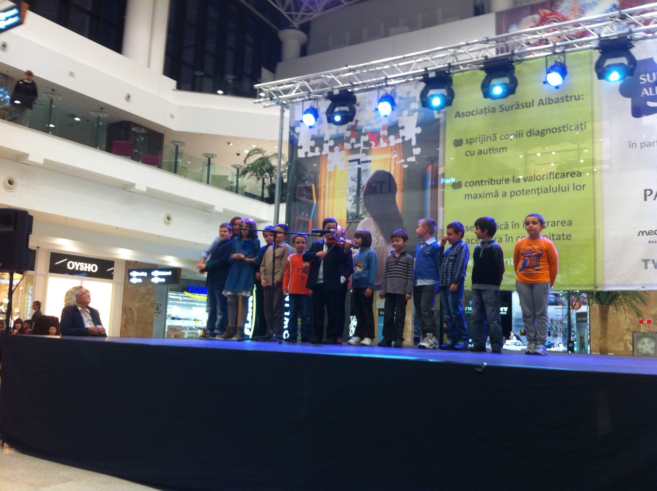 """Concert susţinut de copiii Colegiului """"R. Wurmbrand"""" la Palas"""